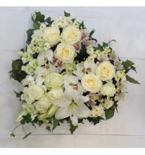 Coeur de fleurs blanche